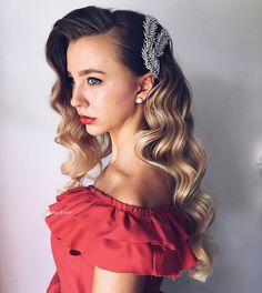 Wedding Hairstyles For Long Hair - Check out our collection of prom hairstyles for long hair. We have picked only the trendiest and most elegant hairstyles for you to look chic. Prom Hairstyles For Long Hair, Fancy Hairstyles, Hairstyles With Bangs, Vintage Hairstyles, Medium Hair Styles, Curly Hair Styles, Prom Hair Medium, Hair Rainbow, Christmas Party Hairstyles