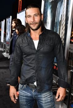 """The 100 """"The 100"""" and """"Black Sails"""" star Zach McGowan hit the carpet for the """"Geostorm"""" premiere."""