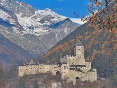 Die mächtige Burg Taufers