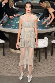 Critics' Choice Award winner Kirsten Dunst sparkles in cream gown | Daily Mail Online