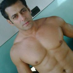 Shirtless Bollywood Men: Salman Khan