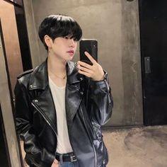 Korean Boys Hot, Korean Boys Ulzzang, Ulzzang Boy, Korean Men, Cute Asian Guys, Cute Guys, Asian Kids, Asian Men, Boy Idols