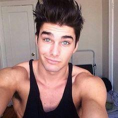 "33 Me gusta, 1 comentarios - SEROSE (@sexyliciousmen) en Instagram: ""Every girls weakness, dark haired men with light eyes.  -Seraphina.  #charliematthews…"""