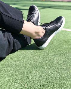 d56b8c929b1 Sneakers Beatnik Harper Black   White. Zapatillas de piel hechas a mano en  España con