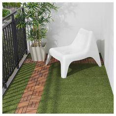 IKEA - RUNNEN, Decking, outdoor, artificial grass, You can choose to only have artificial grass in green or combine with other colors of RUNNEN. The floor decking is easy to care for and simple to secure in place by clicking the plates together. Artificial Turf, Artificial Plants, Artificial Grass Balcony, Fake Grass, Laying Decking, Balkon Design, Outdoor Flooring, Outdoor Decking, Outdoor Tiles