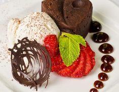 Walnuss-Schokoladen-Soufflé aus dem Dampfgarer Chocolate Flan, Hersheys, Food Art, Muffin, Strawberry, Cooking Recipes, Pudding, Breakfast, Desserts