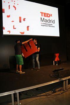 Componiendo el logo TEDxMadrid con mucho amor
