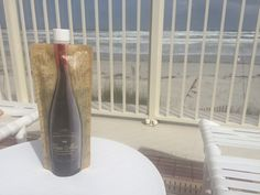 Vino Mio Review: Wine on the go! Holds a whole bottle of wine and then easily folds up when it's gone. Great for beach trips or picnics! #vinomiofoldabalewinebottle