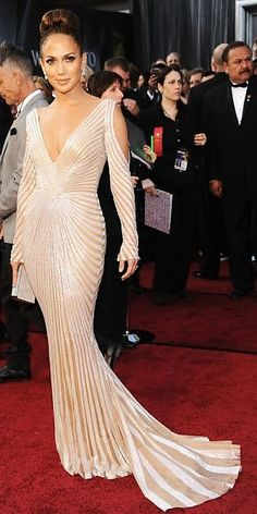 Jennifer Lopez at the 2012 Oscars in a Zuhair Murad gown
