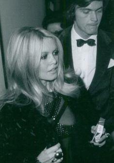 Brigitte Bardot, Bridget Bardot, Beauty Make Up, My Beauty, Jacques Charrier, Vintage Style, Vintage Fashion, Always Smile, French Actress