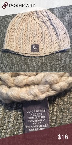 A&F Winter Knit Beanie Abercrombie & Fitch Cream Knit Winter Beanie. Worn maybe 3 times. In perfect condition. No signs of wear. Abercrombie & Fitch Accessories Hats