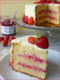 Layer cake fraises & citron - Perle en sucre Layer cake fraises & c. Homemade Cake Recipes, Cupcake Recipes, Dessert Recipes, Keto Desserts, Raspberry Coffee Cakes, Gateaux Vegan, Vegan Wedding Cake, Low Carb Dessert, Tiramisu Cake