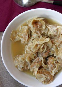 Raviolis wontons farcis au haché végétal et à la coriandre (la méthode de pliage en vidéo)