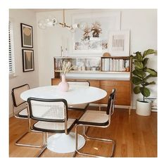The chicest of all dining spaces. // featuring our Addison Black frames + White Ice mats // #diningroominspo #diningarea #homedecor Home Interior, Interior Decorating, Sala Vintage, Sweet Home, Ideas Hogar, Minimalist Furniture, Piece A Vivre, Cozy House, Interiores Design
