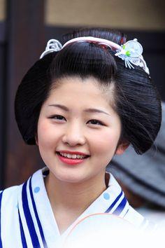 祇園祭の山鉾巡行。 楽しみに来られている芸舞妓さんもたくさんおられます。  今回は、そんな特集を組んでみました。 半分紗月さん特集ですけどね(^-...