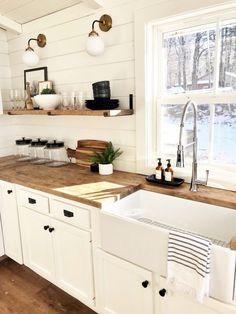 Modern Farmhouse Kitchens, Farmhouse Kitchen Decor, Kitchen Redo, Home Decor Kitchen, Kitchen Interior, New Kitchen, Home Kitchens, Kitchen Ideas, White Farmhouse