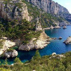 Découvrez la côte méditerranéenne comme vous ne l'avez jamais vue en la parcourant à pied. Vous profiterez ensuite d'un repos bien mérité au Best Western Hôtel La Rade de Cassis. Hotels-live.com via https://www.instagram.com/p/BFjivgTnxOM/ #Flickr