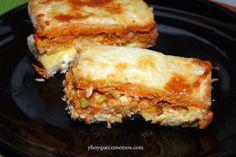 Pastel de pan de molde, atún, queso, etc., que se come caliente porque se cocina en el horno. ¿Te apetece un pedacito?