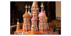 This is awesome real estate...Outrageous Gingerbread Houses - St. Basil's Cathedral. We're looking forward to see the life size gingerbread house @HGTV 's Holiday House! Christmas Gingerbread House, Christmas Cookies, Gingerbread Houses, Gingerbread Cookies, Food Sculpture, Sculptures, Little Christmas, Christmas Time, Vintage Christmas