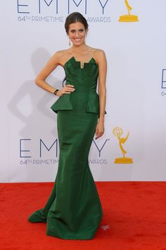 From its perfectly contoured bodice to its elegant trumpet skirt, when we spotted Allison Williams walking the 2012 Emmys red carpet in this emerald Oscar de la Renta confection, we were green with envy.