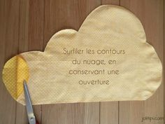 DIY : Fabriquer un coussin nuage (patron gratuit - Baby Couture, Couture Sewing, Cloud Cushion, Cloud Pillow, Do It Yourself Baby, Diy Hanging Shelves, Creation Couture, Baby Sewing, Diy For Kids