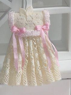 Dollhouse Vestido de la muchacha de la cinta por ANABELAMINIATURES