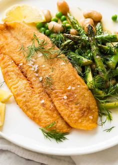 Overhead photo of Crispy Pan Fried Fish with a side of asparagus and beans Fried Fish Fillet Recipe, Breaded Fish Recipe, Pan Fried Fish, Fried Fish Sides, Pan Fried Flounder, Pan Fried Tilapia, Fried Catfish, Cod Fish Recipes, Fried Fish Recipes