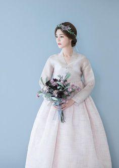 Korean Hanbok, Korean Dress, Korean Outfits, Korean Traditional Dress, Traditional Fashion, Traditional Dresses, Fluffy Wedding Dress, Wedding Dresses, Hanbok Wedding