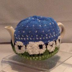 Sheep Tea Cosy Knitting Pattern, Tea Cosy Pattern, Free Knitting, Knitting Patterns, Pom Pom Crafts, Yarn Crafts, Chrochet, Knit Crochet, Knitting Projects