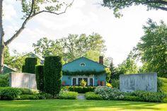 AN ARTFUL GARDEN WITH SCULPTURE Location: Nutley, New Jersey, U.S. Designer: Richard Hartlage of Land Morphology based in Seattle, Washington.