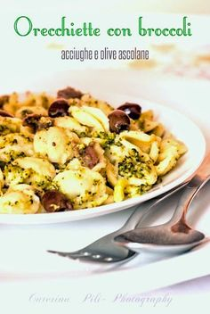 un primo piatto classico con le orecchiette, broccoli arricchito con acciughe e olive ascolane