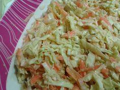 Es una autentica delicia,una de lasguarniciones clasicas del fast food anglosajon,la ensalada de col o coleslaw,es una ensalada de co...