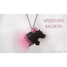 MissDIY - #elretopinterest marzo - DIY animal necklace Plastic Animal Crafts, Plastic Animals, Cute Jewelry, Jewelry Crafts, Jewlery, Diy For Kids, Crafts For Kids, Fun Crafts, Diy And Crafts