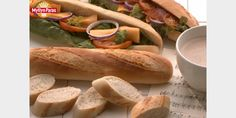 Valmista Valkosipulipatonki tällä reseptillä. Helposti parasta! Hot Dog Buns, Hot Dogs, Ciabatta, Scones, Rolls, Cooking Recipes, Baking, Ethnic Recipes, Desserts