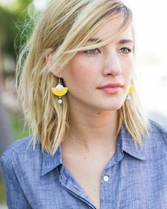 Great pop of yellow with her chambray shirt.  Like the effortless hair and natural makeup look, too!