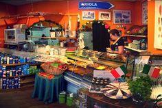 Ariola Delicatessen, Folkingestraat 54, Groningen. Als je door de Folkingestraat loopt kan Ariola je neus niet ontgaan. In dit knusse winkeltje kun je terecht voor lekkere Italiaanse verse pasta's, broodjes en hapjes. Leukste winkel van Nederland 2010!