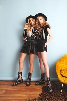http://www.vogue.com/fashion-shows/pre-fall-2017/alice-olivia/slideshow/collection