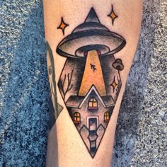 Lol I love this Alien inspired American Traditional tattoo Dream Tattoos, Future Tattoos, Love Tattoos, Tattoo You, Beautiful Tattoos, Alien Tattoo, Ink Studio, Tatuaje Old School, American Traditional