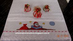 Ponto cruz natalino em toalha de rosto.