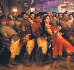 Bollywood Dance :Katrina in her popular track-Chikni Chameli
