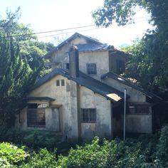 마산 용마고교 뒷쪽의 일제시대 여성 소설가 지하련 주택의 불탄 모습과 아직 깨끗하게 보존된 모습. 그나마 이정도라서 다행입니다.
