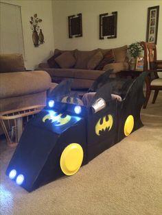 Cardboard box cart - Batmobile, yes the steering wheel turns. Batman Birthday, Batman Party, Superhero Birthday Party, Cardboard Car, Cardboard Crafts, Projects For Kids, Crafts For Kids, Diy And Crafts, Batmobile