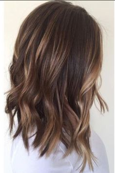 Brown hair and the right make-up. Medium brown hair with # brown # balayage # hairstyles, Brown hair and the right make-up. Medium brown hair with # brown # balayage # hairstyles, Brown Balayage, Hair Color Balayage, Blonde Balayage, Long Bob Bayalage Brown, Chocolate Balayage, Baylage Short Hair, Curly Balayage Hair, Balayage Hair Dark Short, Fall Balayage
