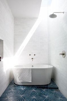 The 5 Best Bathroom Trends of the Year via @MyDomaineAU