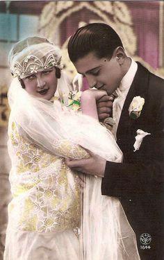 gorgeous vintage bride & groom