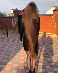 VIDEO on Instagram Long Dark Hair, Long Hair Video, Super Long Hair, Long Locks, Silky Hair, Beautiful Long Hair, Dream Hair, Grow Hair, Hair Videos