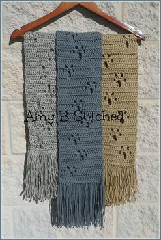 A Stitch At A Time for Amy B Stitched: Meandering Paw Prints FREE Scarf Pattern – Knitting and crocheting Crochet Crafts, Crochet Projects, Chat Crochet, Dog Crochet, Crochet Woman, Knitting Patterns, Crochet Patterns, Print Patterns, Crochet Blankets