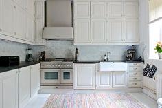 Bildresultat för trasmatta kök Kitchen Cabinets, Studio, Inspiration, Home Decor, Dreams, Kitchen Cupboards, Homemade Home Decor, Biblical Inspiration, Decoration Home