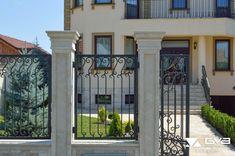 idei garduri marmura,granit si travertin GVB Stone Division Division, Mansions, Stone, House Styles, Home Decor, Walls, Travertine, Rock, Decoration Home