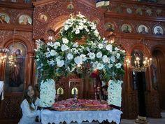 ΔΕΙΤΕ επιταφίους από ενορίες του Πειραιά και νησιών του Αργοσαρωνικού! Floral Decorations, Table Decorations, Orthodox Easter, Spirituality, Christmas Tree, Holiday Decor, Flowers, Beauty, Flower Arrangement